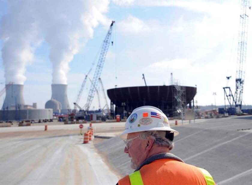 La Comisión Federal Reguladora de Energía (FERC, por sus siglas en inglés) rechazó hoy unánimemente una propuesta del Gobierno de Donald Trump para subvencionar la industria del carbón y de la energía nuclear. EFE/EPA/ARCHIVO