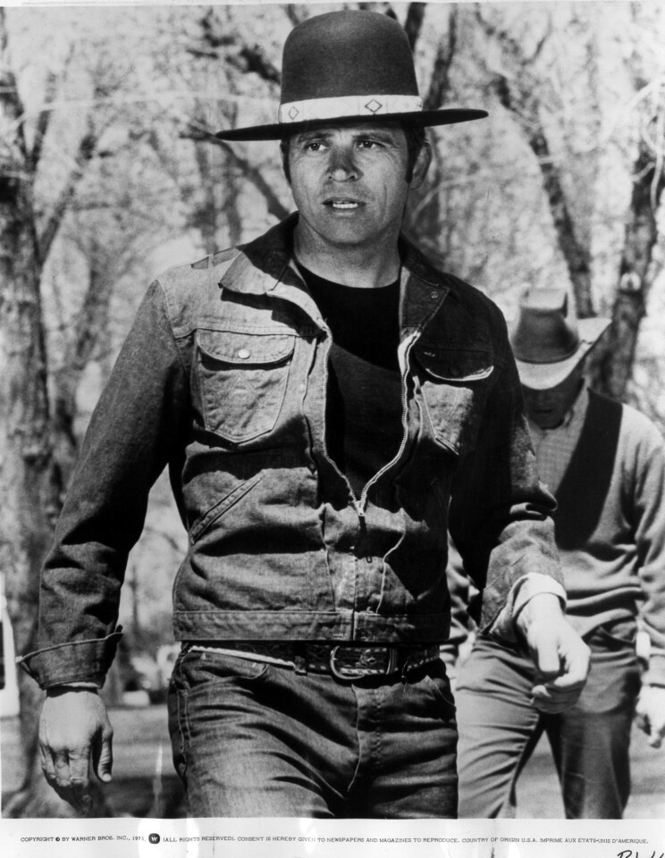 """la-me-tom-laughlin -- File photo -- Tom Laughlin is """"Billy Jack,"""" a Warner Bros. release and a Laughlin/Taylor Production for Produced Mary Rose Solti, directed by T.C. Frank. Delores Taylor co-stars. ( Cpyright: Warner Bros. Inc., )"""