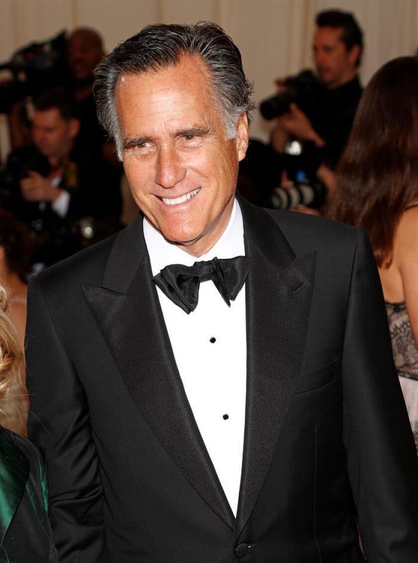 El veterano político republicano Mitt Romney, exgobernador de Massachussets y excandidato a la Presidencia de EE.UU. en 2012, regresará la política nacional al ganar hoy un escaño en el Senado federal por el estado de Utah, según la proyección de varios medios. EFE/ARCHIVO