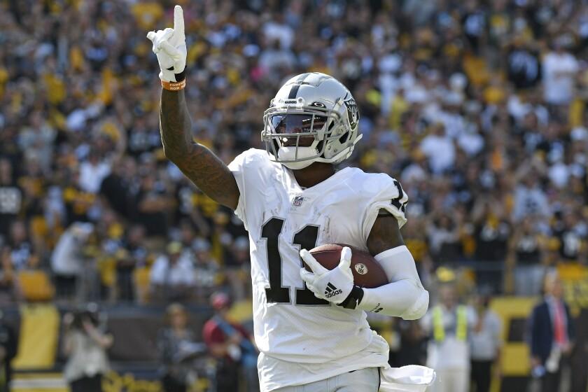El wide receiver Henry Ruggs III de los Raiders de Las Vegas celebra un touchdown ante los Steelers de Pittsburgh, el domingo 19 de septiembre de 2021. (AP Foto/Don Wright)