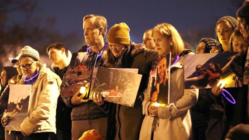 """Los fallecidos -algunos de apenas 17 años- fueron hallados """"en toda la superficie cuadrada"""" del almacén. (Jay L. Clendenin / Los Angeles Times)."""