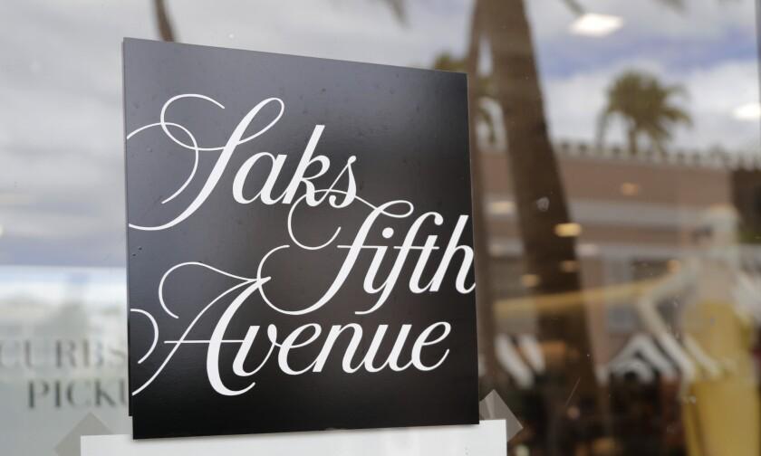 Una tienda Saks Fifth Avenue en Worth Ave el 11 de mayo de 2020, cerrada debido a las restricciones por el coronavirus.