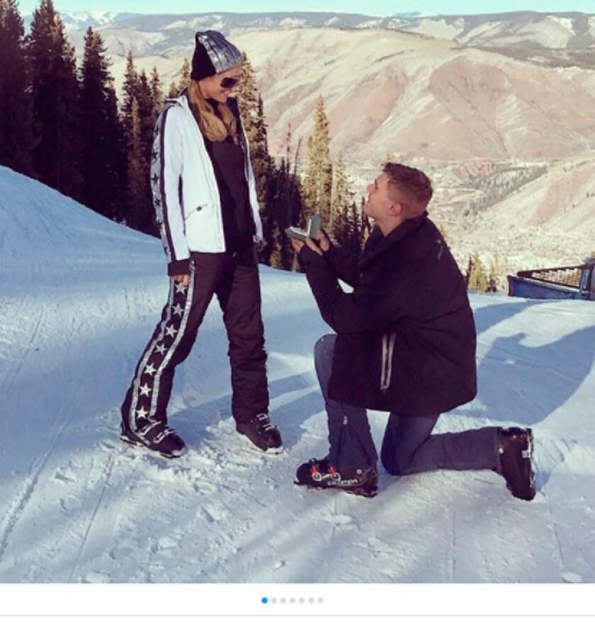 Paris Hilton contrato a guardias de seguridad para cuidar su anillo de compromiso, el cual recibió de Chris Zylka y está valorado en 2 millones de dólares, publicó TMZ.