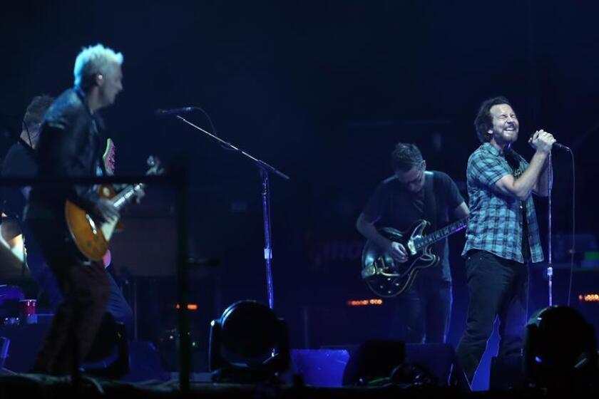 La banda Pearl Jam durante uno de sus conciertos de la actual gira mundial. EFE/Archivo