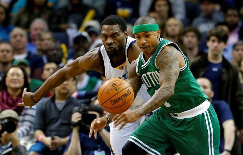 En la imagen el jugador Isaiah Thomas (d) de Boston Celtics. EFE/Archivo