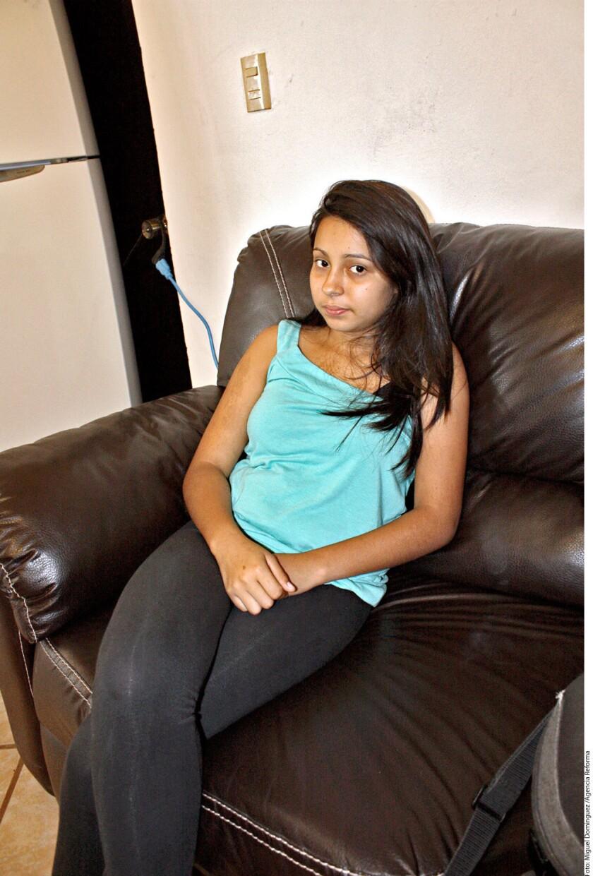 Karem y su hermana pretendían llegar a EE.UU. para reunirse con sus padres. En Veracruz, la menor fue lesionada en uno de sus brazos al ser bajadas de un autobús por delincuentes.