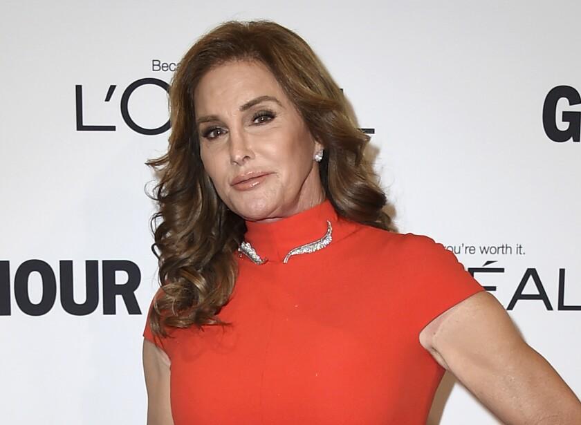 Caitlyn Jenner arriba a los premios Glamour Women of the Year en Los Ángeles.