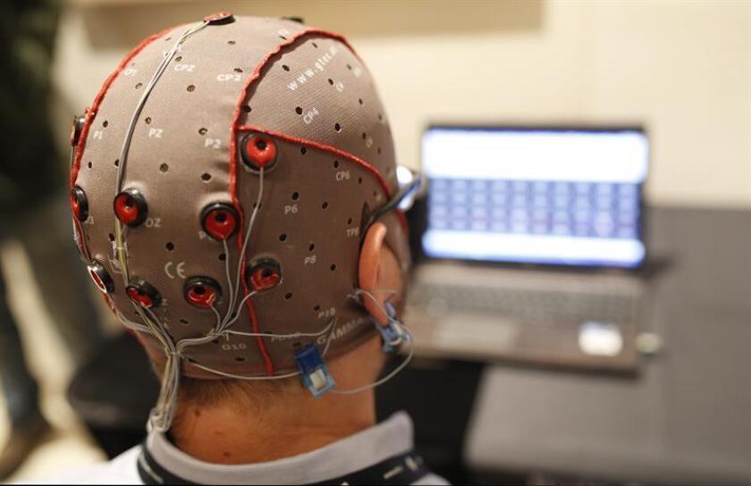 La estimulación magnética no invasiva del cerebro permite recrear recuerdos y recuperar información latente, según un estudio que aparece en el último número de la revista Science. EFE/Alejandro García