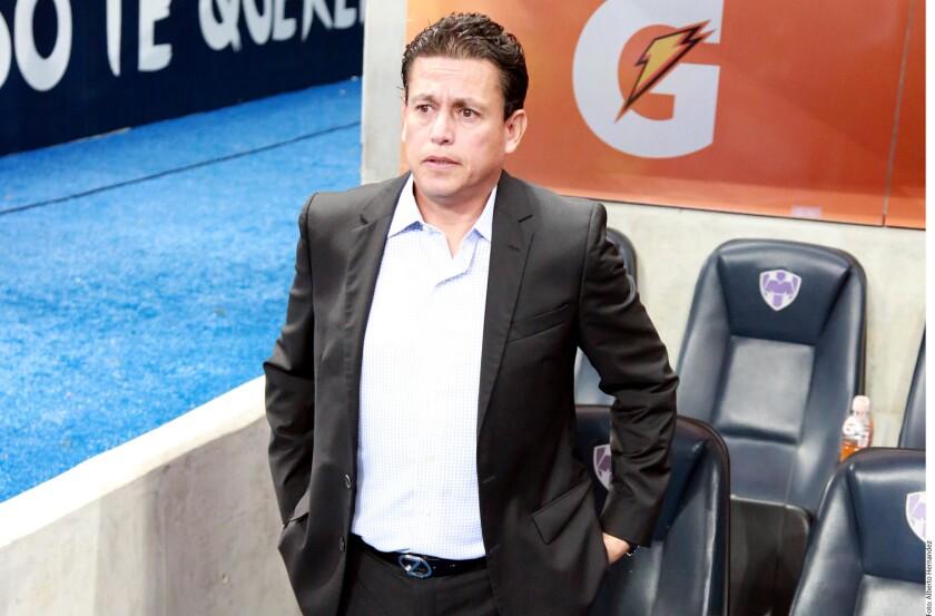 Salvador Reyes, DT de Santos, cuestionó el funcionamiento del VAR y la labor hecha por el árbitro Enrique Santander.