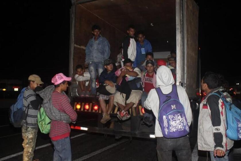Miembros de la caravana migrante comienzan a llegar al municipio de Amozoc, en el estado de Puebla (México) ayer, sábado 3 de noviembre de 2018, hacia su objetivo principal, Estados Unidos. EFE