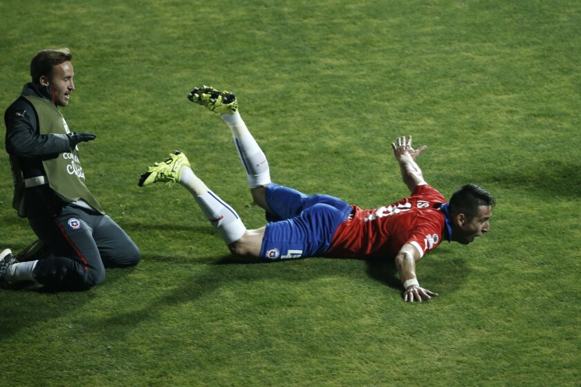 Chile's Mauricio Isla, right, celebrates after scoring against Uruguay  during a Copa America quarterfinal soccer match at the National Stadium in Santiago, Chile, Wednesday, June 24, 2015. (AP Photo/Silvia Izquierdo)