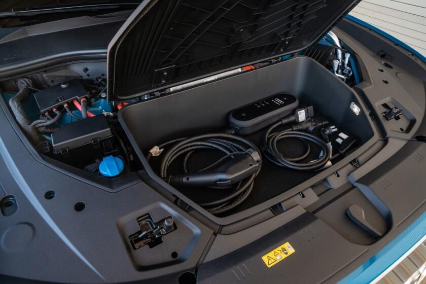 Audi-e-tron-FrontTrunk.jpg