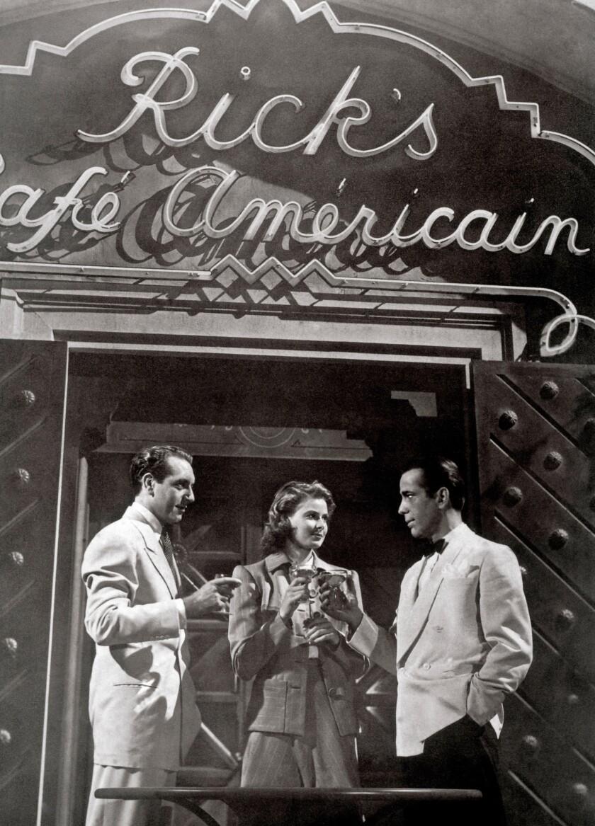 Cocktail in Rick's Cafe Americain: PAUL HENREID, INGRID BERGMAN, HUMPHREY BOGART Regie: Michael Curtiz. Image shot 1942. Exact date unknown.