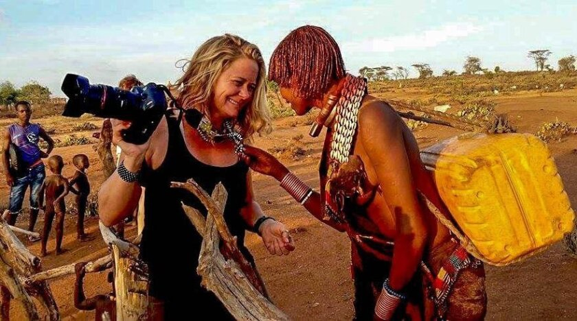 La Jolla photographer Biana Gallo chats with an Ethiopian woman.