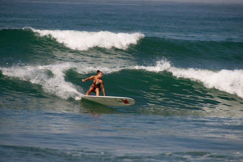 Pro surfer Lindsay Steinriede surfing.