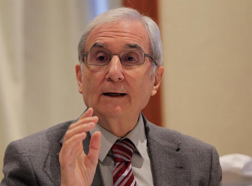 El presidente de la Fundación Española de Hipercolesterolemia Familiar, Pedro Mata, habla durante una rueda de prensa hoy, jueves 20 de septiembre de 2018, durante la Cumbre Latinoamericana de Colesterol, en Ciudad de México (México). EFE