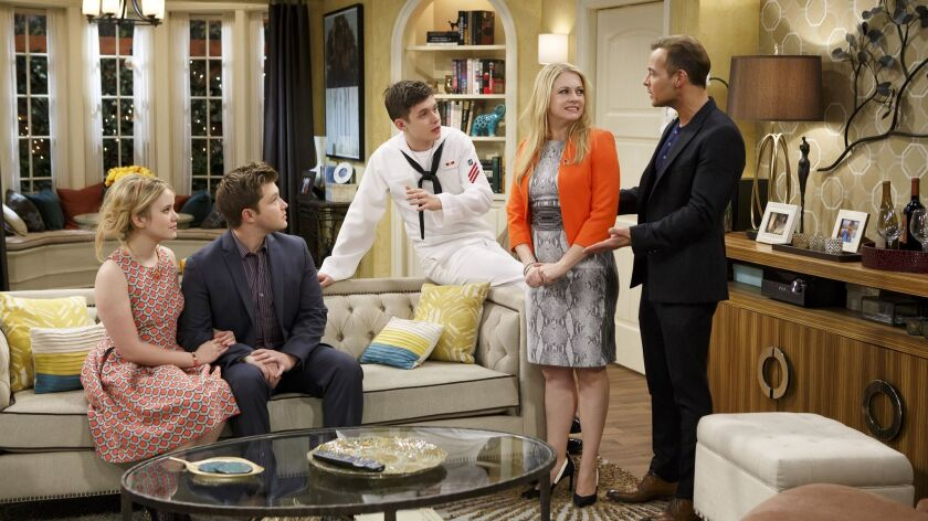"Taylor Spreitler, left, Sterling Knight, Nick Robinson, Melissa Joan Hart and Joey Lawrence ""Melissa & Joey"" on ABC Family."