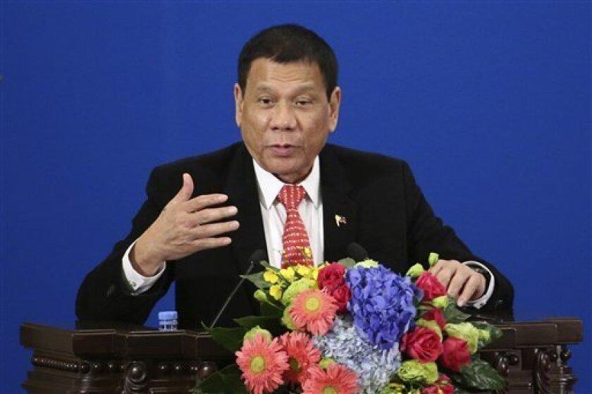 """El presidente de Filipinas, Rodrigo Duterte, tachó hoy de """"matón"""" a Estados Unidos por las críticas a las violaciones de los derechos humanos supuestamente cometidas bajo su mandato, e insistió en que Manila seguirá """"una política exterior independiente""""."""