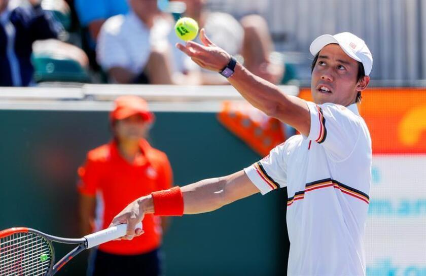 En la imagen un registro del tenista japonés Kei Nishikori quien se impuso con parciales de 6-3, 6-2 y 7-5 al alemán Philipp Kohlschreiber y accedió a los cuartos de final del Abierto de Estados Unidos. EFE/Archivo