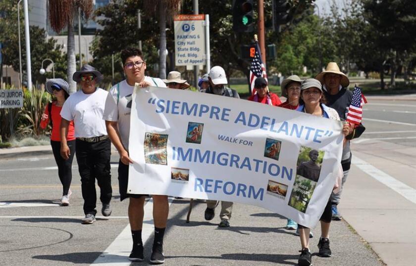 Peregrinos del sur del California marchan a favor de familias inmigrantes