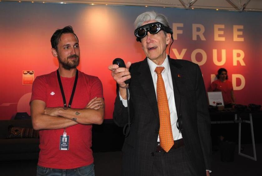 The president of the University of Miami (UM), Julio Frenk (R) tries on the Magic Leap glasses of virtual reality next to an employee Nov.12, 2018, at the University of Miami (UM) in Miami, Florida (USA). EPA-EFE/Antoni Belchi