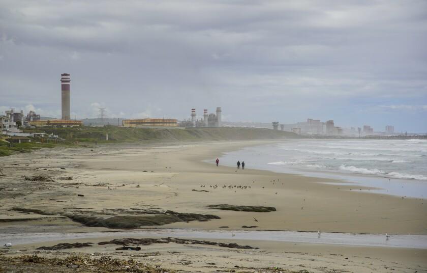 La plage de Rosarito a été fermée en raison du coronavirus. La ville a vu peu ou pas de touristes dans la région.
