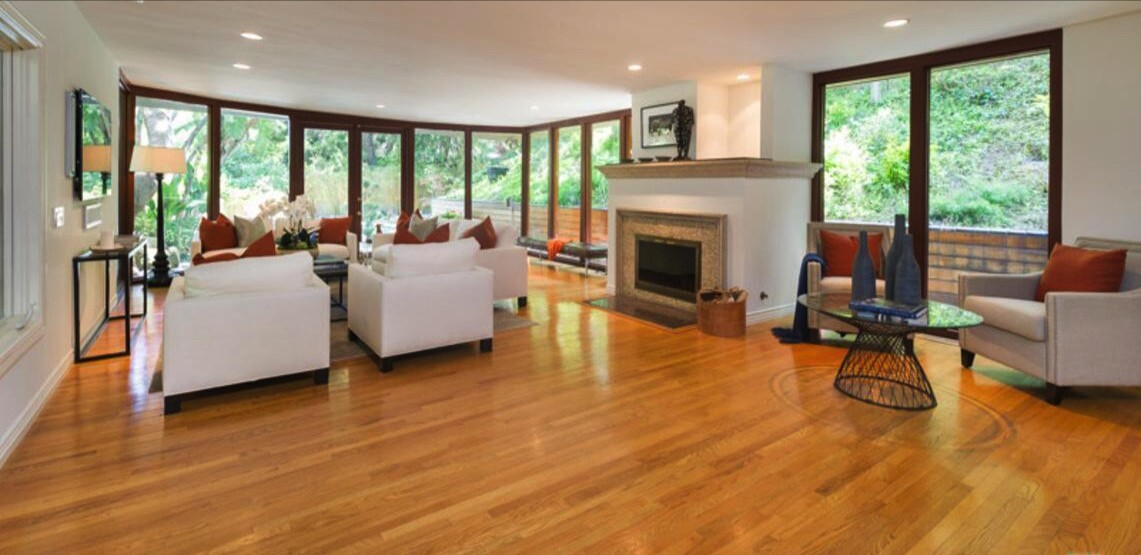 Anna Faris' secluded Midcentury-style home