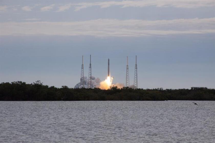 El satélite Global Positioning System III despegó desde una plataforma del Complejo 40 de la estación de Cabo Cañaveral a bordo del cohete Falcon 9 a las 8.51 hora local (13.51 GMT), luego de cuatro intentos frustrados. EFE/Archivo