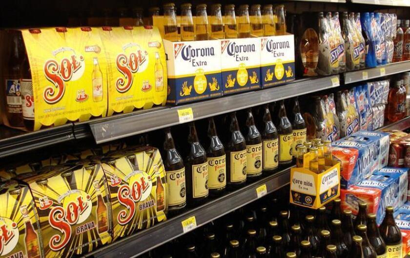 La empresa cervecera Grupo Modelo anunció hoy una inversión de 14.000 millones de pesos (754,3 millones de dólares) para instalar una planta de producción en el municipio de Apan, estado central de Hidalgo, en un evento realizado en la residencia presidencial de Los Pinos. EFE/ARCHIVO