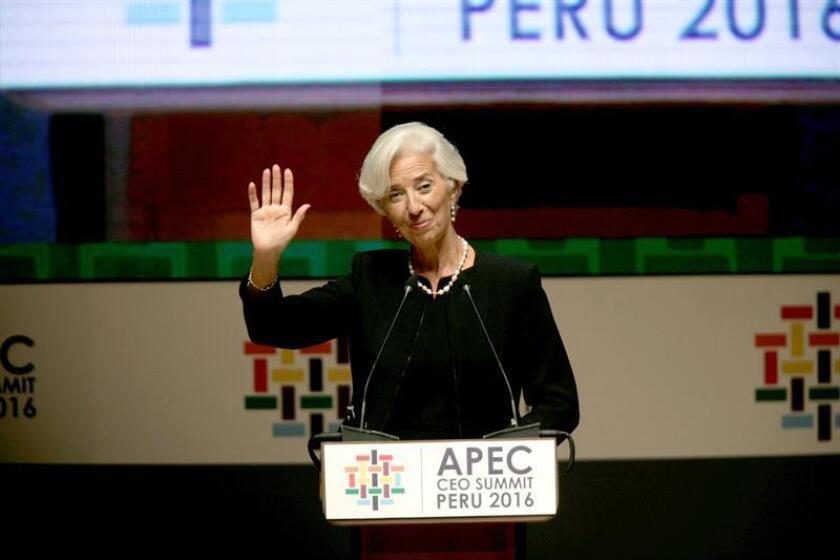 Tras ser declarada culpable de negligencia en Francia, la directora gerente del Fondo Monetario Internacional (FMI), Christine Lagarde, espera hoy la declaración de apoyo del Directorio Ejecutivo de la institución para mantenerse en el cargo que renovó hace unos meses. EFE/ARCHIVO
