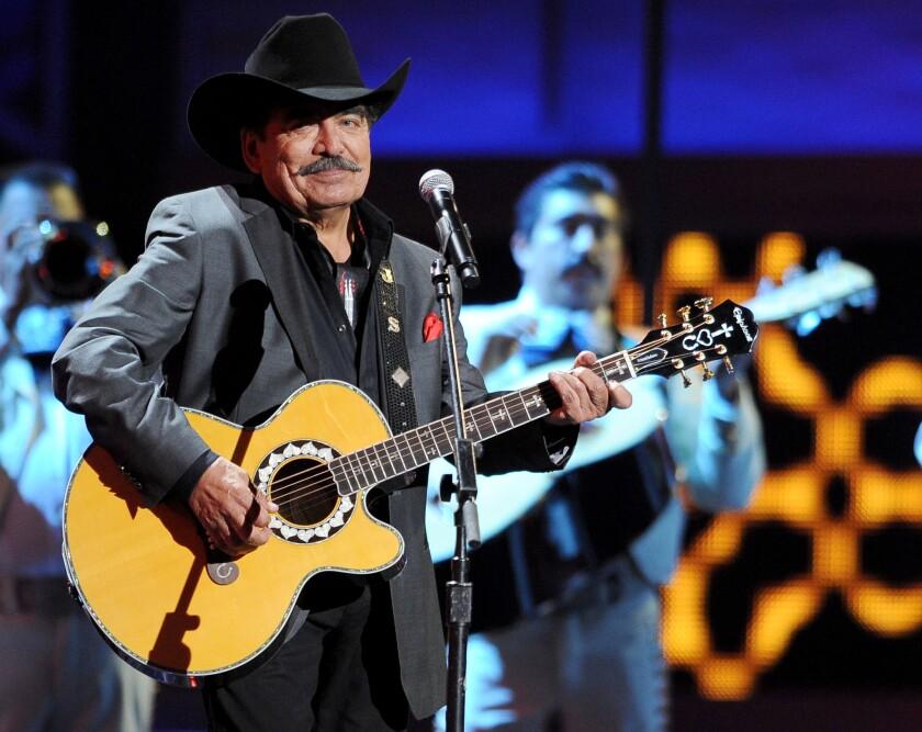 En esta foto del 15 de noviembre del 2012, el cantante mexicano Joan Sebastian canta en la 13a entrega anual de los Latin Grammy.