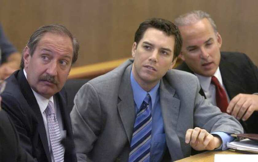Scott Peterson in suit and tie with his legal team in court
