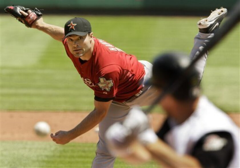 Houston Astros pitcher Mike Hampton works against the  Pittsburgh Pirates in the third inning of a baseball game in Pittsburgh Sunday, May 31, 2009. (AP Photo/Gene J. Puskar)