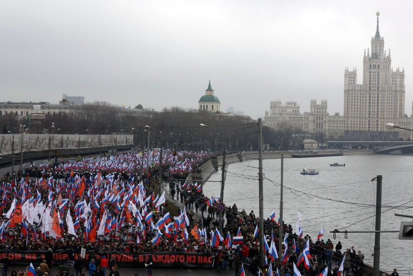 Marchers in Moscow to remember Nemtsov