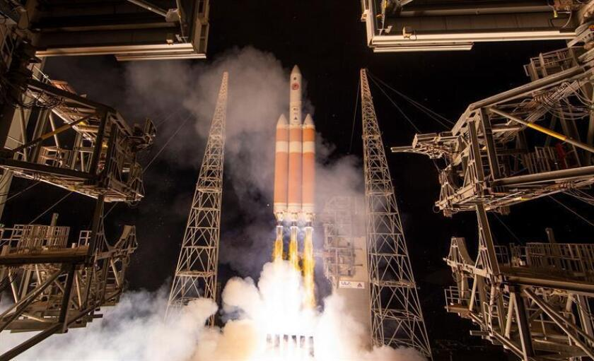 A handout photo made available by the NASA shows the United Launch Alliance Delta IV Heavy rocket launches NASA's Parker Solar Probe to touch the Sun, from Launch Complex 37 at Cape Canaveral Air Force Station, Florida, USA, 12 August 2018. Parker Solar Probe is humanity'Äôs first-ever mission into a part of the Sun'Äôs atmosphere called the corona. Here it will directly explore solar processes that are key to understanding and forecasting space weather events that can impact life on Earth. (Estados Unidos) EFE/EPA/NASA/Bill Ingalls / HANDOUT HANDOUT EDITORIAL USE ONLY/NO SALES