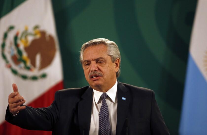 Presidente argentino se disculpa por sus dichos sobre mexicanos y brasileños