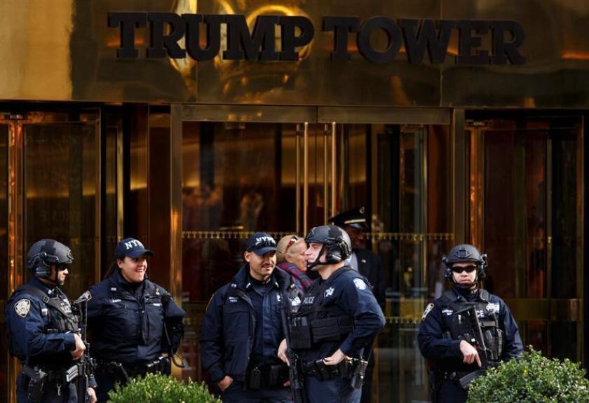 La Torre Trump de Nueva York fue desalojada hoy por el hallazgo de un paquete sospechoso en su interior que, según la policía, sólo contenía juguetes infantiles. EFE/ARCHIVO