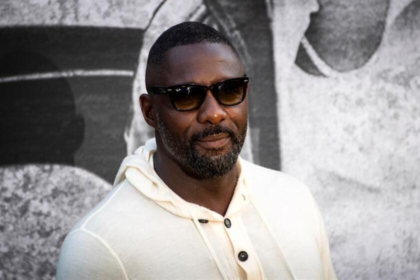 """El actor y director británico Idris Elba posa por los fotógrafos a su llegada a la presentación de la película """"Yardie"""" en los cines BFI Southbank en Londres, Reino Unido, el 21 de agosto de 2018. EFE/Archivo"""