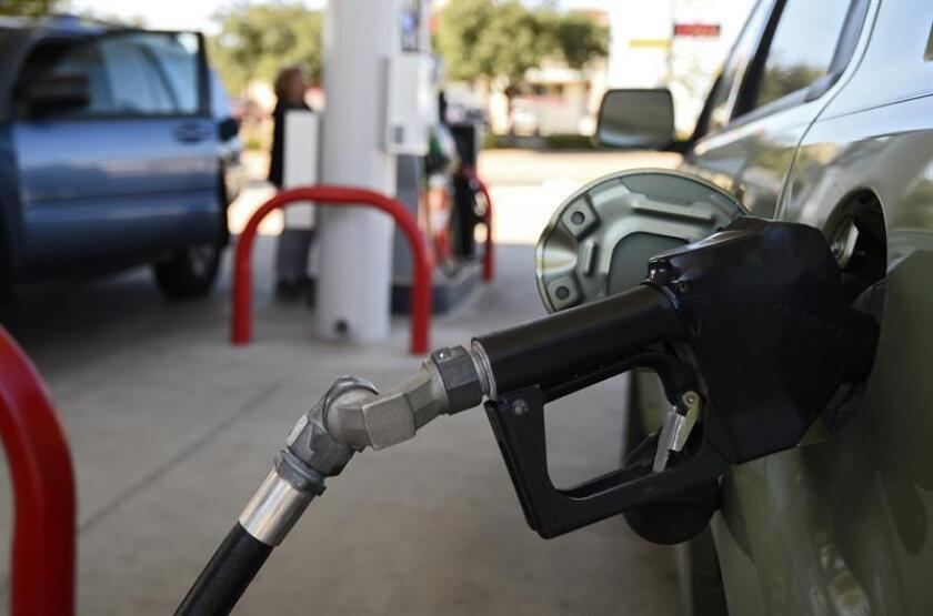 El dato del mes de agosto podría incluso haber sido negativo de no ser por el fuerte repunte de las ventas en gasolineras, que experimentaron una marcada subida del 1,7 %. EFE/Archivo