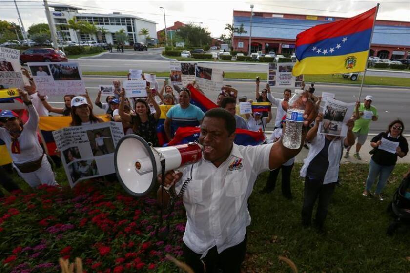"""El presidente de la Organización de Venezolanos Perseguidos Políticos en el Exilio (Veppex), José Antonio Colina (imagen), pidió hoy al Gobierno de su país que libere a los cientos de presos que considera """"políticos"""" que todavía permanecen encarcelados y no solo a unas 40 personas. EFE/ARCHIVO"""