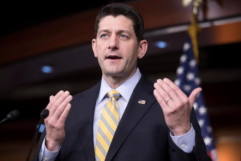 """Un grupo conservador aliado del presidente de la Cámara de Representantes, Paul Ryan, lanzó hoy una campaña televisiva en español sobre el plan republicano que busca reemplazar la reforma de salud, conocida como """"Obamacare"""", centrado en seis distritos con importante población latina. EFE/ARCHIVO"""