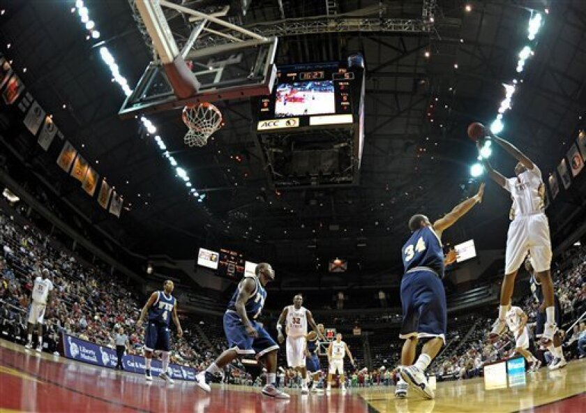 Florida State's Xavier Gibson, right, pulls up for a shot against Florida International during an NCAA college basketball game Sunday, Dec. 6, 2009, in Tallahassee, Fla. (AP Photo/Miguel A. Olivella Jr.)