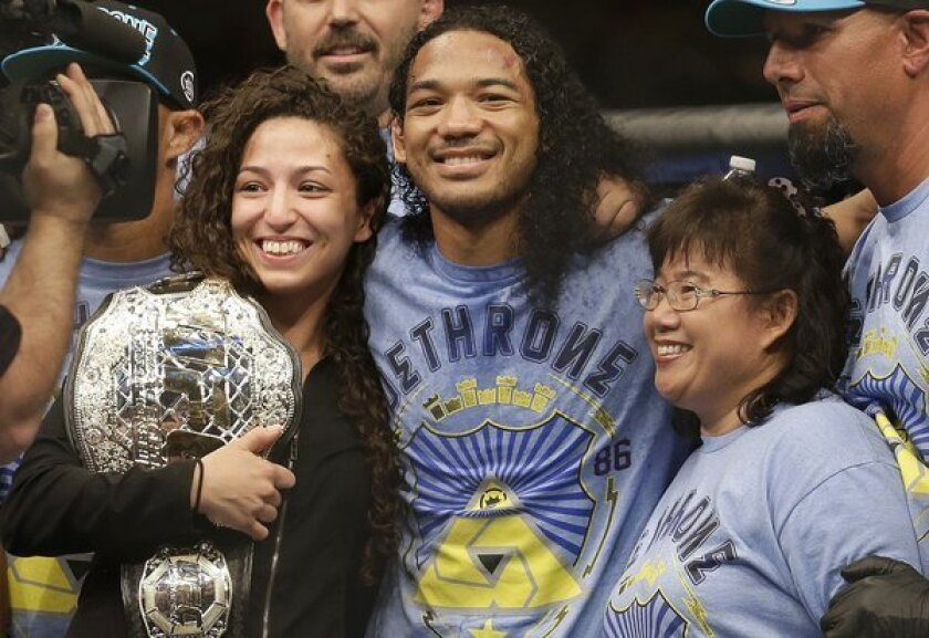 Watch Benson Henderson propose after win in 'UFC on Fox 7' [Video]