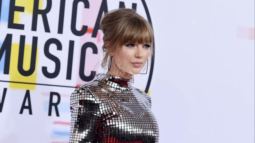 Taylor Swift arrives at the American Music Awards Oct. 9., 2018., at the Microsoft Theater in L.A.