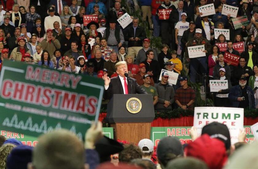 El presidente de Estados Unidos, Donald Trump, urgió hoy el voto para Roy Moore, el candidato republicano que aspira a ganar las elecciones al Senado por Alabama el próximo martes y que enfrenta acusaciones de abuso sexual. EFE/EPA