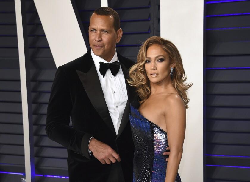 ARCHIVO - En esta foto del 24 de febrero de 2019, Alex Rodríguez y Jennifer López llegan a la fiesta Vanity Fair Oscar.