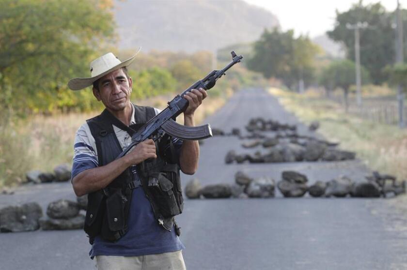 El Senado mexicano aprobó hoy un dictamen que reforma el Código Penal Federal y la Ley Federal de Armas de Fuego y Explosivos con el propósito de incrementar las penas para quienes porten de forma ilegal armas de uso exclusivo del Ejército. EFE/Archivo