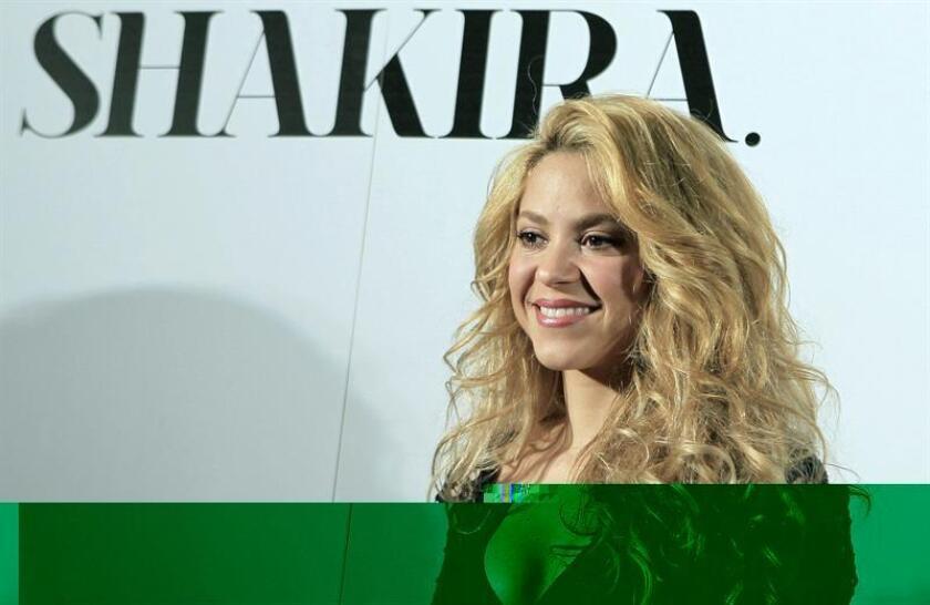"""Los cantantes colombianos Shakira y Maluma dominan esta semana cuatro de las listas de canciones latinas de la revista especializada Billboard con su colaboración """"Chantaje"""". EFE/ARCHIVO"""