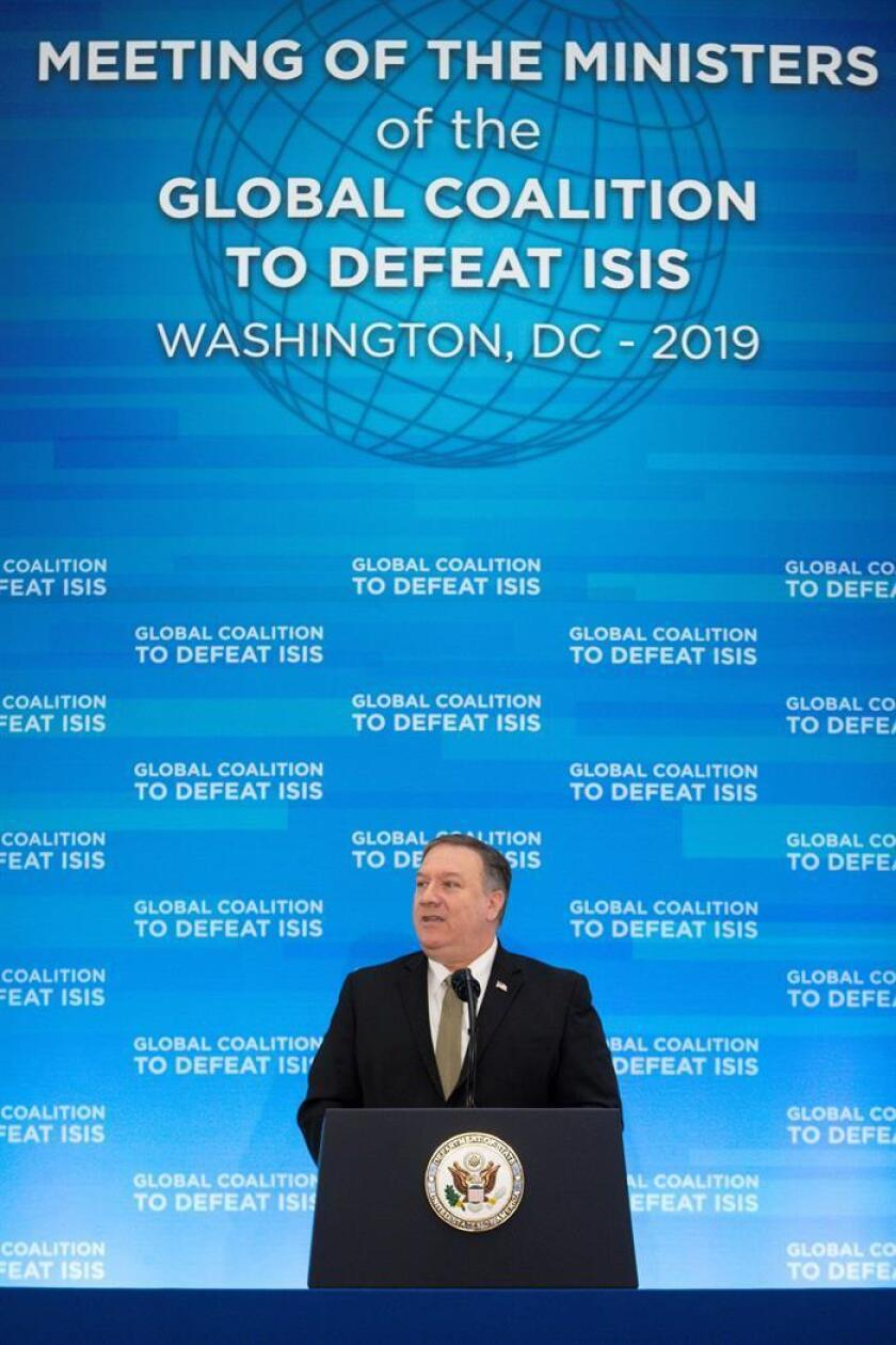 El secretario de Estado estadounidense, Mike Pompeo, pronuncia su discurso durante la reunión de ministros de Exteriores de la coalición internacional contra el Estado Islámico (EI), compuesta por 75 países, este miércoles en Washington, Estados Unidos. EFE