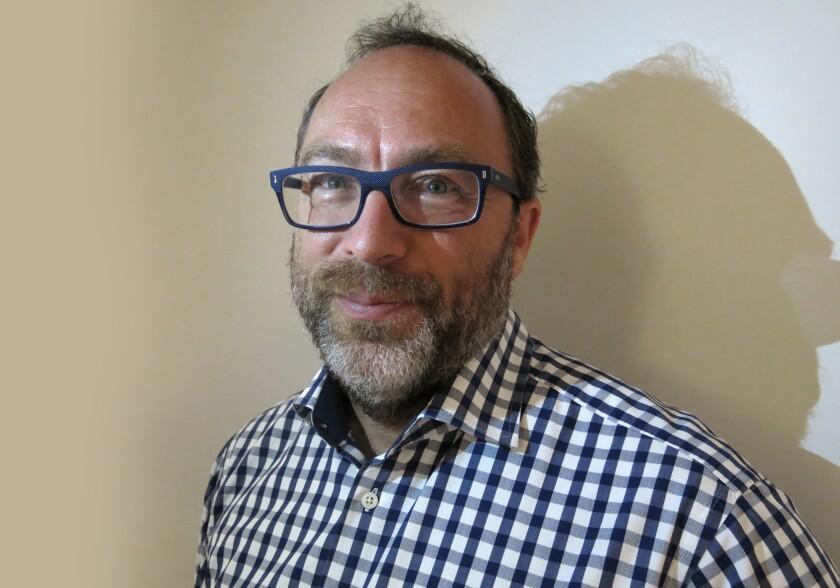 Jimmy Wales, cofundador de Wikipedia, posa para un retrato en la Ciuda de México el jueves 16 de julio e 2015. Wales está en México para participar en la 11a edición de la conferencia anual Wikimania. (Foto AP/Berenice Bautista)